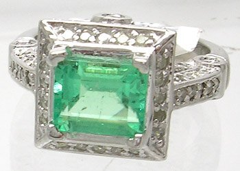 909: 14KW 1.52ct Emerald E-cut .91 Dia Ring