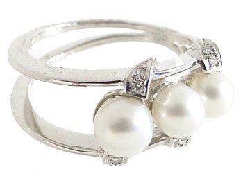 1006: 18KWG 4/5.5mm 3 white pearl dia open ri