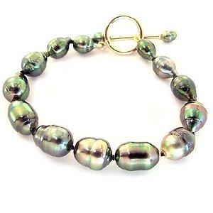 78: 14K 7/9.7 Tahitian pearl circlé bracelet