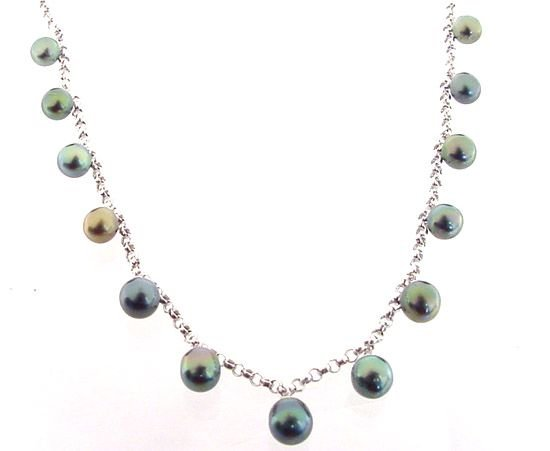 2012: 14WG 8/11m Tahitian 13 Pearl Rolo Necklace