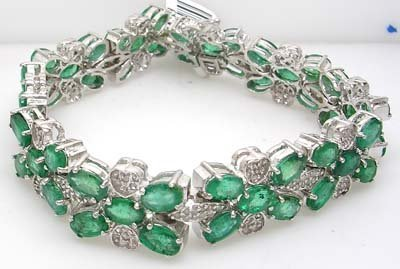 1713: 14KW21.32ct Emerald 1.56Dia Bracelet APPRAISAL 36