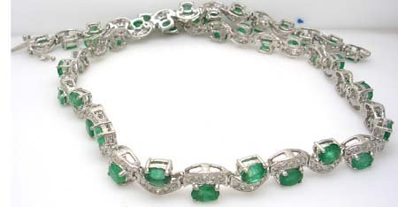 2514: 14KW 17.6ct Emerald Oval 2.46ct Dia Necklace APPR