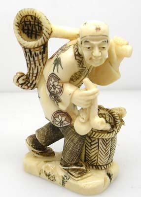 3011: Artist Signed ivory Netsuke FISHERMAN