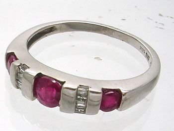 1008A: 10KW .50ct Ruby Round .15ct Diamond Bagg Ring