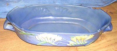 1114: Porcelain Freesia Roseville Center Console Bowl
