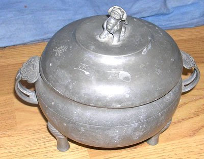 1202: Metal Foo Dog 2 Handled Pot