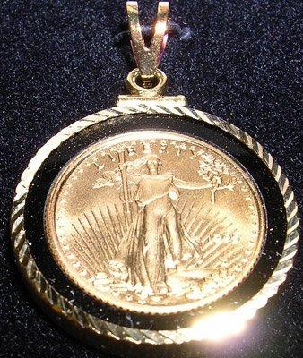 840: 22KY Onyx Liberty 1995 coin 14KY gold Pendant