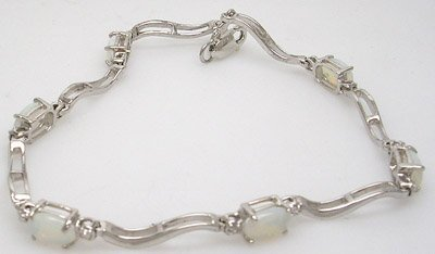 1111: 14KW 2.16ct Opal Oval Diamond Bracelet