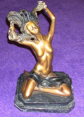 11007: Impressive Bronze Sitting Lady Statue