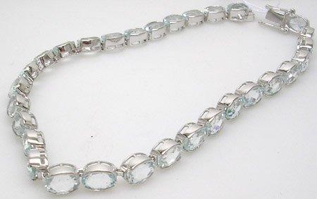 909: 14WG 12ct Aquamarine 1/2 bezel bracelet