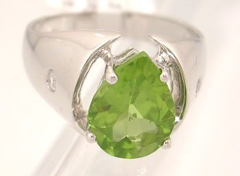 602: 14KW 4.48ct Peridot Pear .24ct Diamond Ring