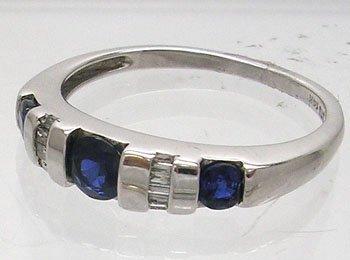 1137: 10KW .50ct Sapphire Round .15ct Diamond Bagg Ring