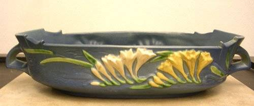 19000: Porcelain Freesia Roseville Center Console Bowl