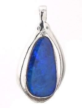 WG 7.75ct opal doublet diam enhancer pendant