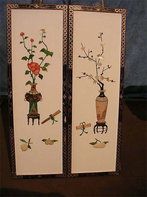 1320B: Pair of Oriental Decorative Urns with Flowers