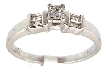 1602: Platinum .25cttw Diamond princess bagg ring