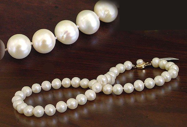 2009: 10/10.5mm white pearl necklace 18inch