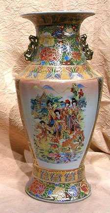 1974 Porcelain Satsuma Moriage Vase