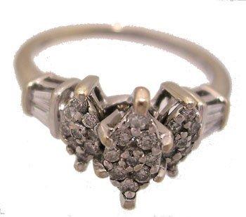 616: 10KW .48cttw Diamond Rd Baqq Cluster Ring