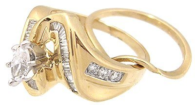 916: 14KY 1ct Diamond Marquise Bagg/Rd channel Ring