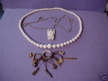 1293: Vintage Ivory Graduated Rose Beaded Necklace