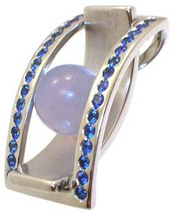18KW Sapphire blue Chalcedony designer pend