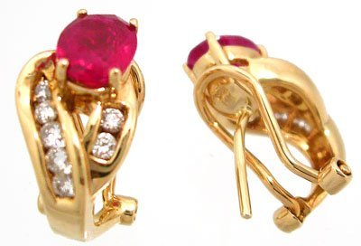 900: 14KY 2ct Ruby oval .32ct dia ear