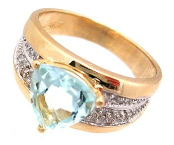 910: 14KY 1.25ct Aquamarine Trillion Diamond Pave Band
