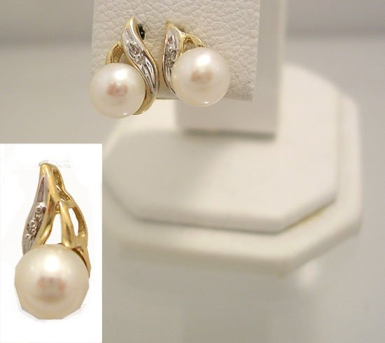 10031: 10KY 5mm Akoya white pearl Dia ear pendant set