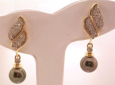 1116: 14KY 9.75mm Tahitian pearlb.72cttw Dia dangle ear