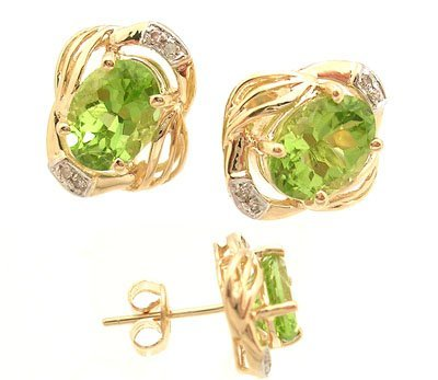 2102: 14KY 2.88ct Peridot Oval Diamond Ribbed Earring