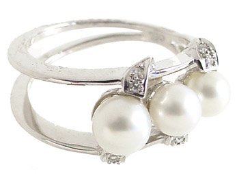 4015: 18KWG 4/5.5mm 3 white pearl dia open ring
