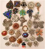 Vintage costume jewelry colorful brooches (lot 33)