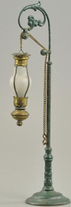 MARKLIN STREET LAMP WITH UNUSUAL EARLY GLOBE
