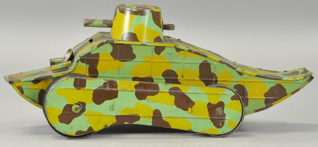 FRENCH WW1 CRAWLING ARMY TANK