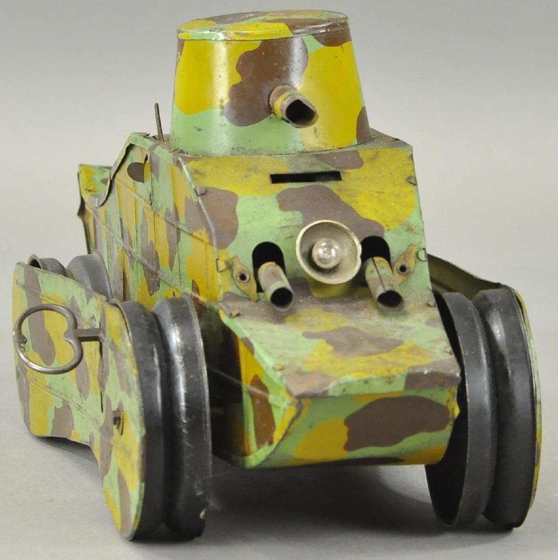 FRENCH WW1 CRAWLING ARMY TANK - 2