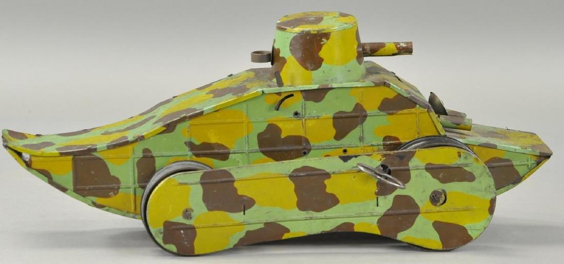 FRENCH WW1 CRAWLING ARMY TANK - 3