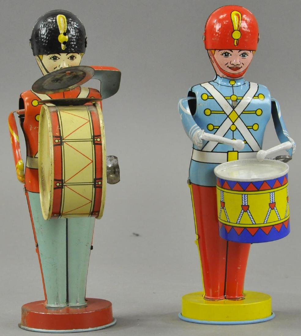 TWO CHEIN DRUMMING SOLDIER BOYS