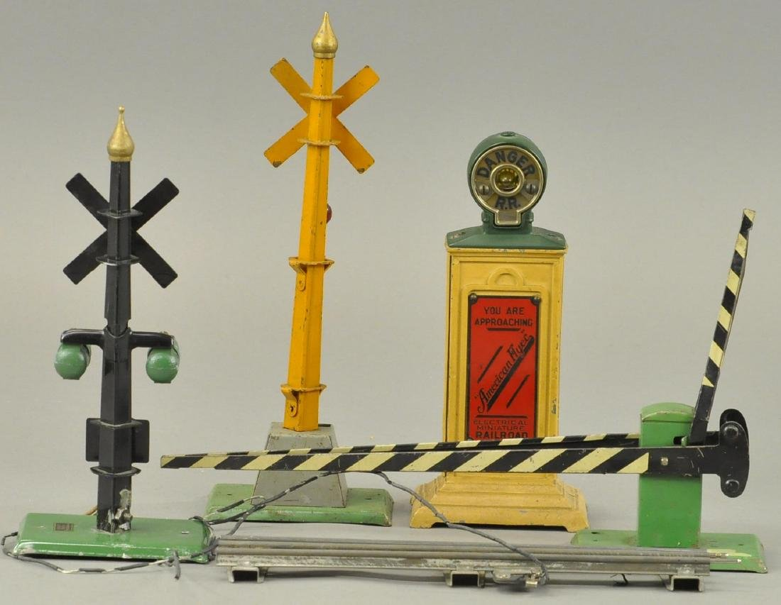 BOXED AMERICAN FLYER WIDE GAUGE SIGNALS LOT OF 4 - 2
