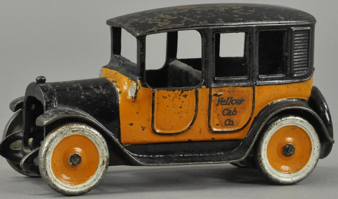 LARGE ARCADE YELLOW CAB