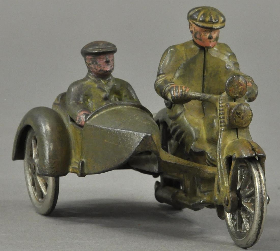HUBLEY HARLEY DAVIDSON MOTORCYCLE W/ SIDECAR