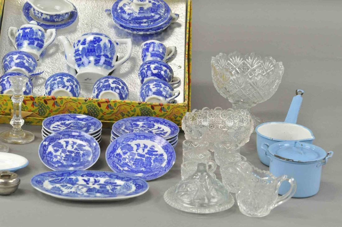 LOT ASSORTED CHILD'S TABLE AND KITCHEN WARE - 3