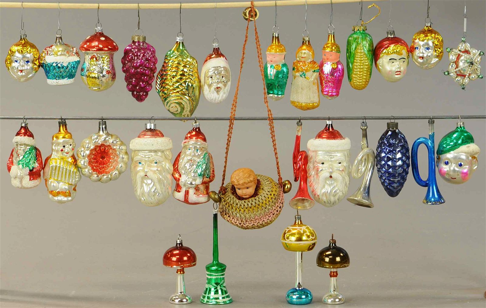 LARGE GROUPING OF CHRISTMAS ORNAMENTS