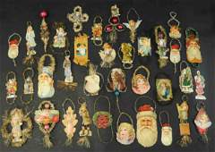 ASSORTMENT OF CHRISTMAS TREE ORNAMENTS