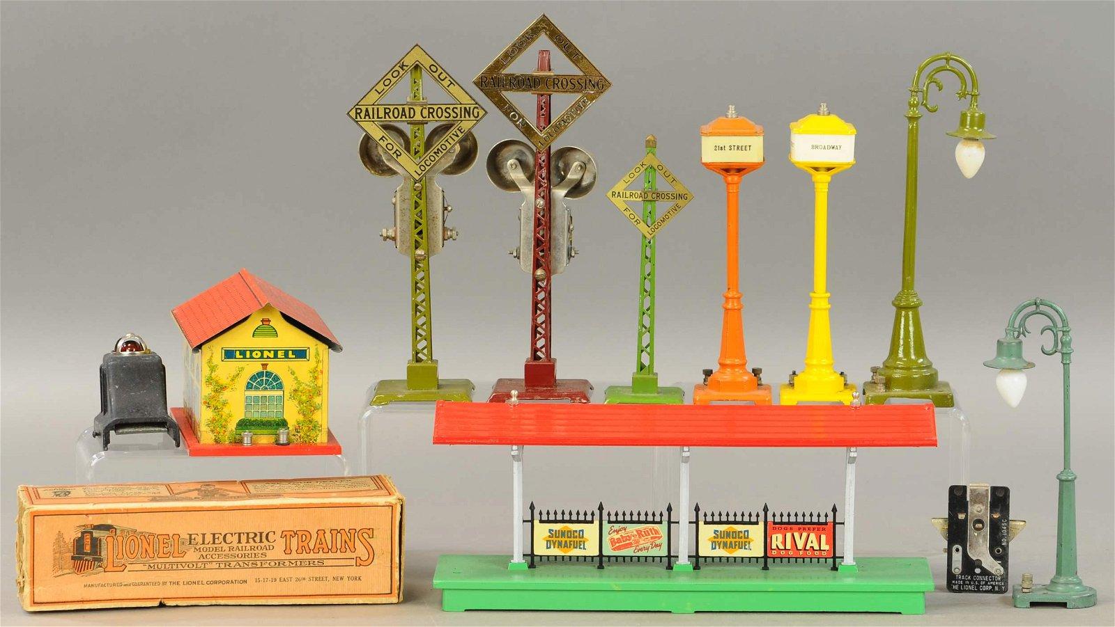 LIONEL PRE-WAR LAMPS & ASSCESSORIES