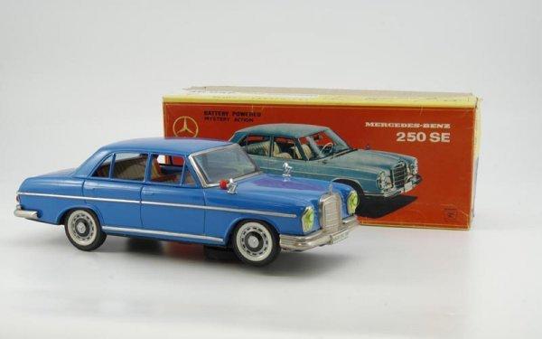 1944: BOXED MERCEDES BENZ 250  SE MODEL