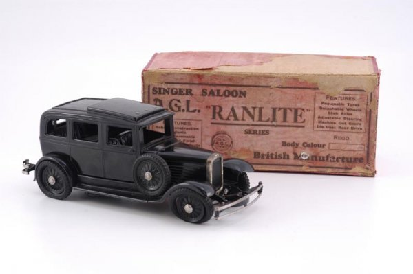 1966: BOXED RANLITE SINGER SALOON