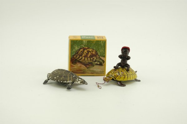 687: TWO KEYWIND TINPLATE TURTLE TOYS
