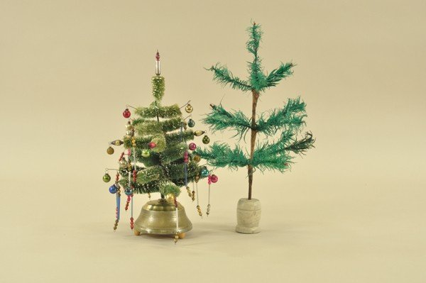 1458: SMALL FEATHER TREE & MUSICAL BOTTLE BRUSH TREE