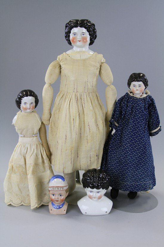 10: LOT OF FIVE CHINA SHOULDER HEAD DOLLS AND HEADS